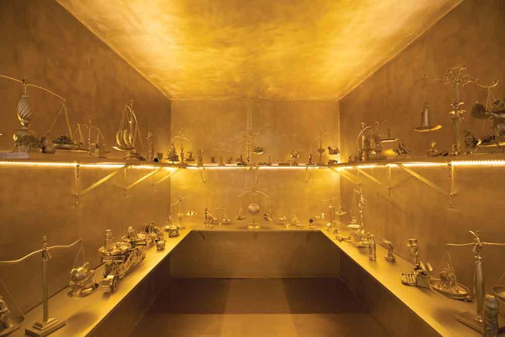 Nina Dotti, A matter of balance, 2013, scales installation, Drywalls, mixed media, gold spray paint and LED light, 9' x 9' x 9' x 9'. Photo: Catalina Ayubi. Courtesy of Dot Fiftyone Gallery.