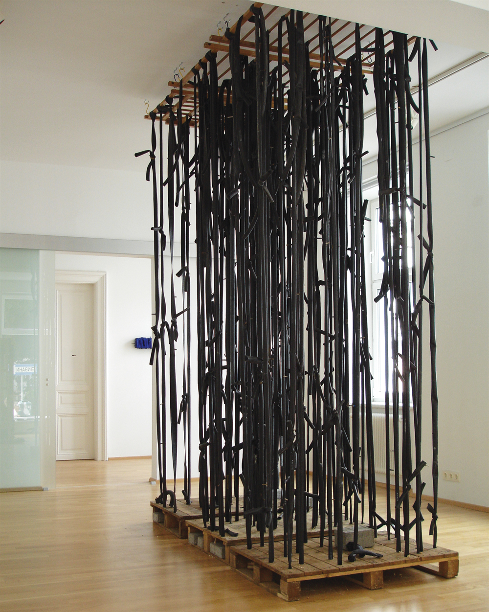 "Gregory Coates, Strut (Vienna), 2006, rubber and wood installation, 48"" x 150"" x 170."" Courtesy of Gallery Denkraum, Vienna, Austria."
