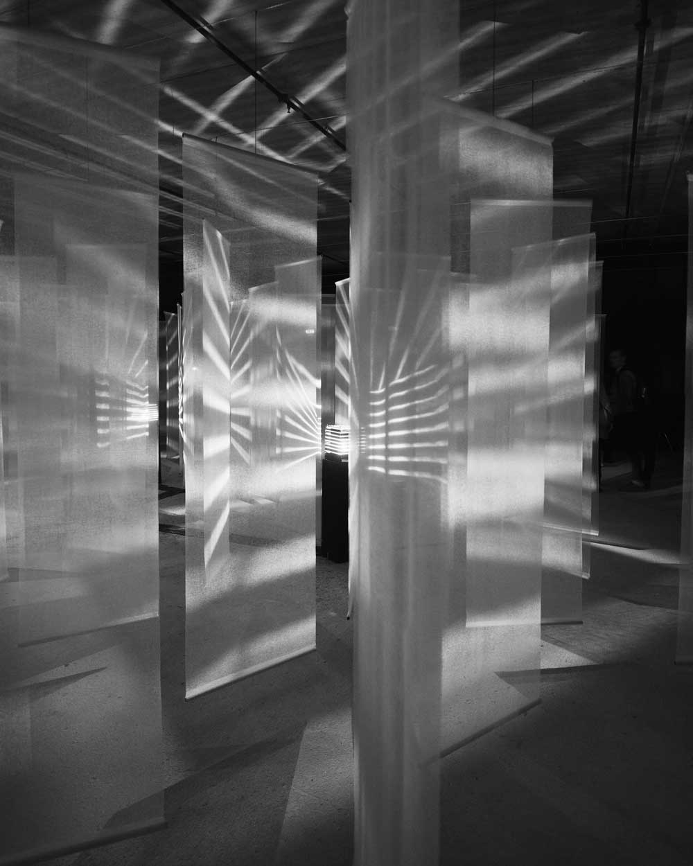 "Julio Le Parc, Luz en vibración (Vibrating Light), 1968, installation, 89"" x 158"" x 158."" Photo: Martin Argyroglo. Courtesy Atelier Le Parc and Lélia Mordoch Gallery."