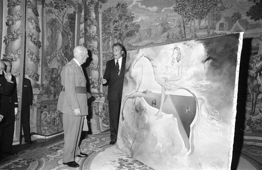 Salvador Dali private audience with Francisco Franco on November 7, 1972, El Pardo Palace, Madrid. Courtesy Agencia Efe, Spain.